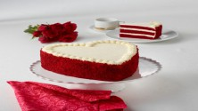 Red velvet Cheese cake Heart shape 1kg
